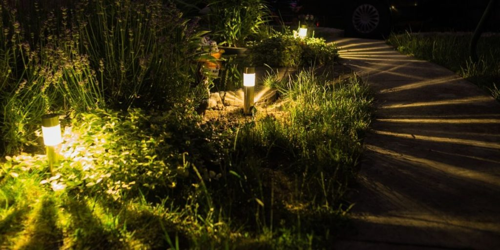 Placement of led lighting in the garden (1)